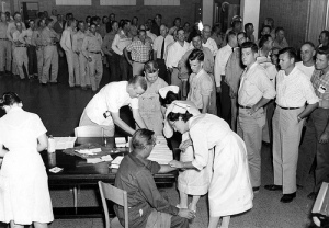 1957 flu vaccin shot line